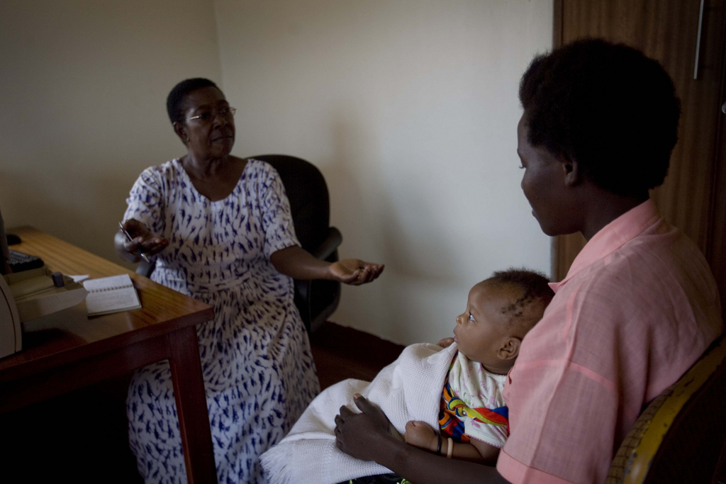 A mother who is hearing-and speech-impaired learns about her legal rights and being healthy in Kawempe, Uganda. Photo by Kate Holt/Africa Practice