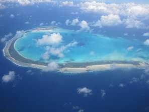 Onotoa atoll, Kiribati, is 19.3 kilometres long and faces water and food shortages, and coastal erosion from king tides and mining. Photo by Edvac / Wikimedia http://creativecommons.org/licenses/by-sa/3.0/