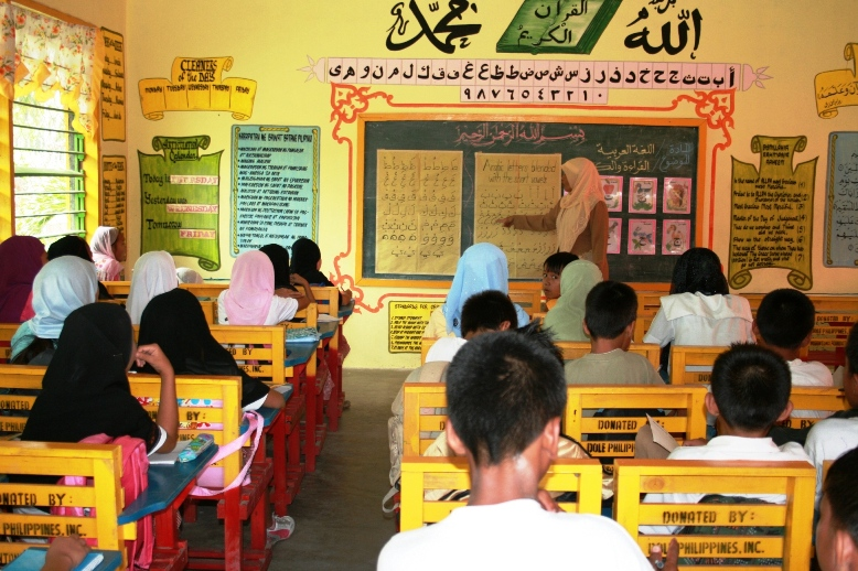 An Arabic language and Islamic values program improves the quality of basic education of Filipino Muslim children in Mindanao, Philippines. Photo by Jing Damaso for AusAID