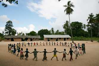 Children are engaged in active learning in Mozambique. Photo ©UNICEFNYHQ2006-2268 / Pirozzi