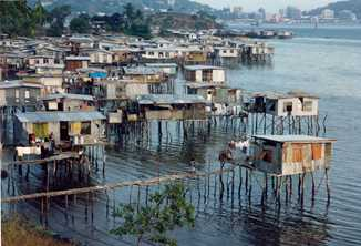 People who have moved to Port Moresby, Papua New Guinea, have built stilt houses over the water as they have no traditional land. Photo by Rae Allen / Flickr http://creativecommons.org/licenses/by-nc-sa/2.0/
