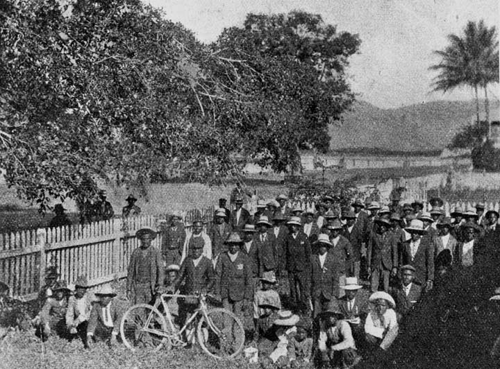 Former Pacific Island indentured labourers waiting for deportation from Cairns, Australia, to their homes in Vanuatu and Solomon Islands, 1906. State Library of Queensland, negative number 23842