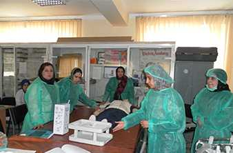 Women are trained as birth assistants to improve the health care. WHO/Adela Mubasher, Afghanistan