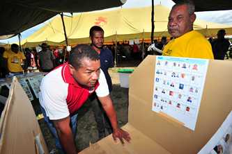 Mock poll booths helped people understand the electoral process in the 2012 PNG general elections. Photo by AusAID