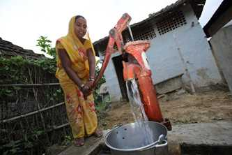 Jangali Ram draws water from a tubewell before carrying it back to her home, Bastipur, Nepal Photo by Jim Holmes for DFAT