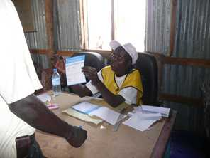 A polling centre official explains how to vote in the South Sudan referendum. DFAT