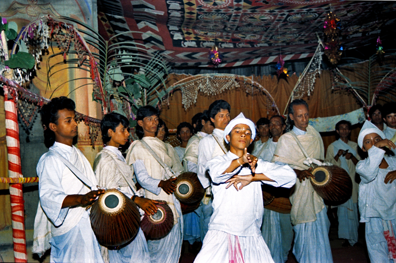 The ojapali dance from Assam, India, has a leader and followers singing and dancing to tell ancient stories. Photo by Sumantbarooah. This image is from Wikimedia, and is in the public domain.